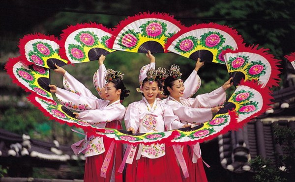 Traditional Korean Fan Dance