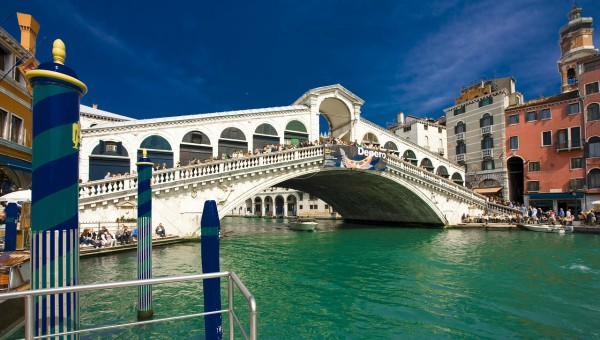 This is a marvelous bridge located in Venice, Italy.