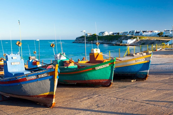 Fishing vessels near the Hotel