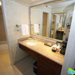 Outrigger Waikiki on the Beach Deluxe Ocean View Room Bathroom