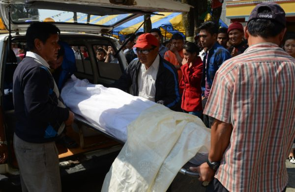 Nepalese relatives and volunteers shift the body of a Mount Everest avalanche victim