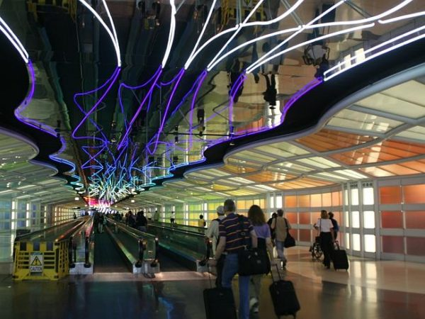 """The ceiling screams """"straight ahead!"""" In addition there is an elongated straight  line at Chicago O'Hare Airport, US. Picture by Doc Searls - Source: Flickr"""