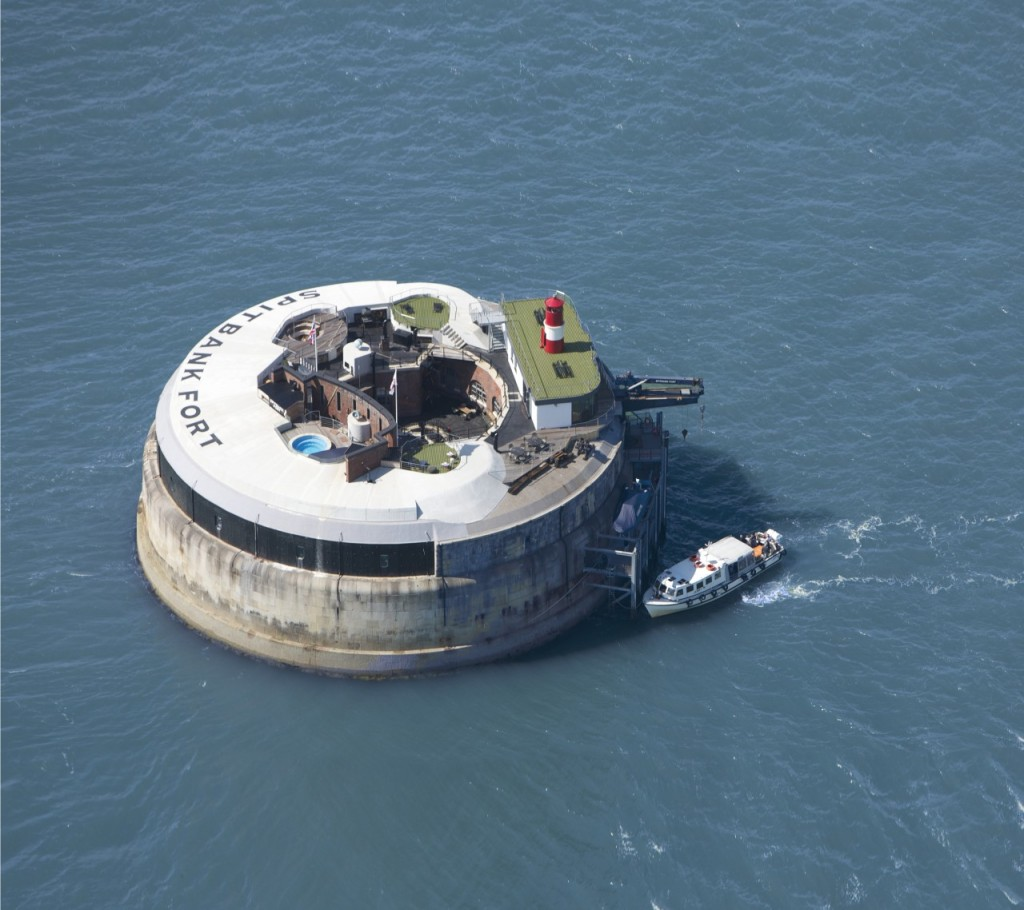 The incredible Spitbank Fort sits around 1.6km off the coast of Porsmouth in the UK.