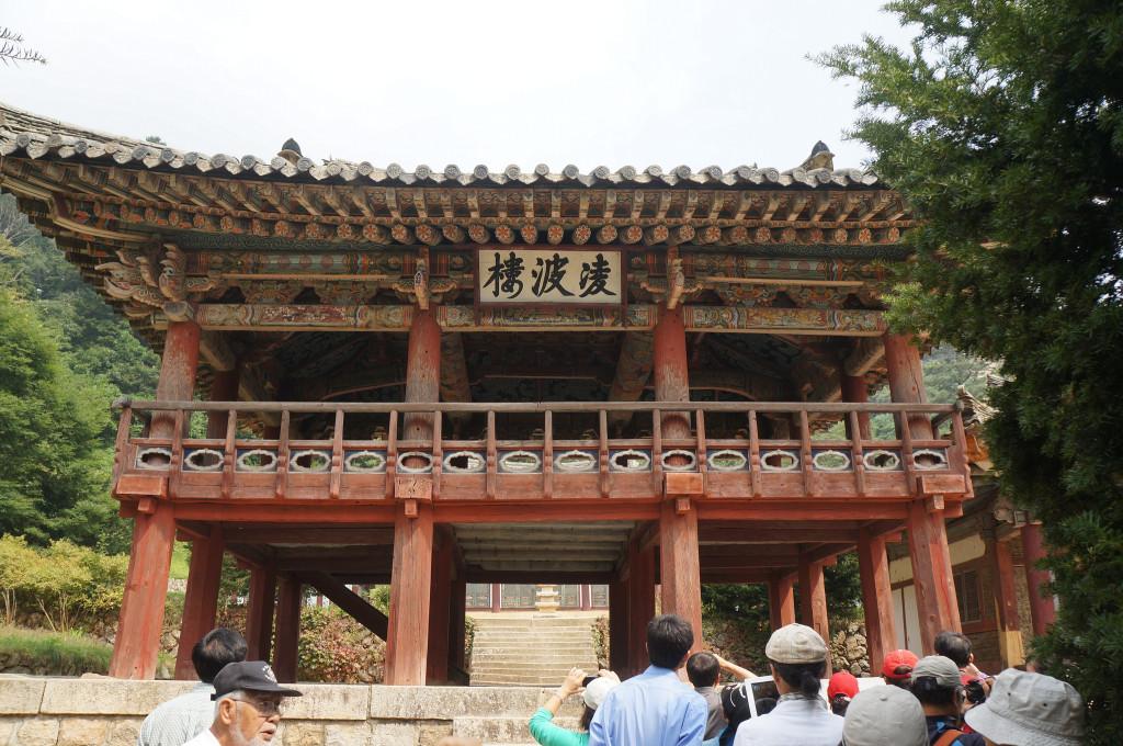 Pyohunsa Temple in Mount Kumgang