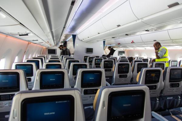 Airbus_A-350_XWB_F-WWYB_Economy_Class