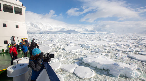 Aurora Expeditions offers Early Bird sale for Antarctic program 2017-18
