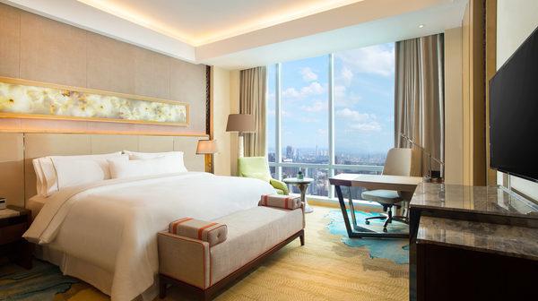 westin-hotel-jakarta-guestroom