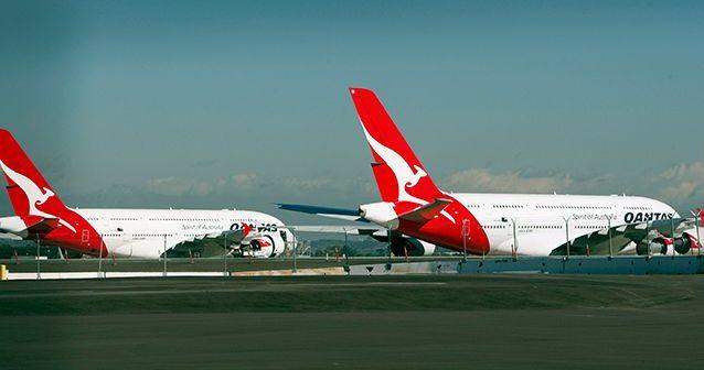 A Qantas plane aborts flight for engine problem