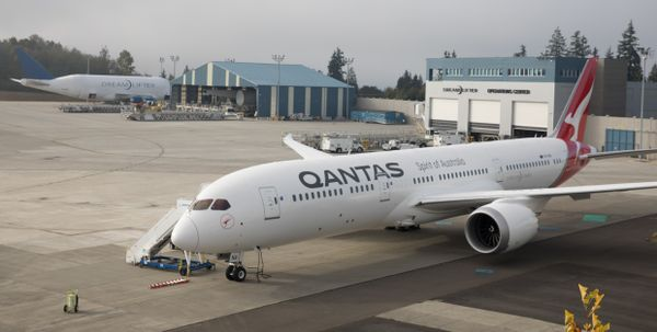 Qantas adds the first Dreamliner to its fleet